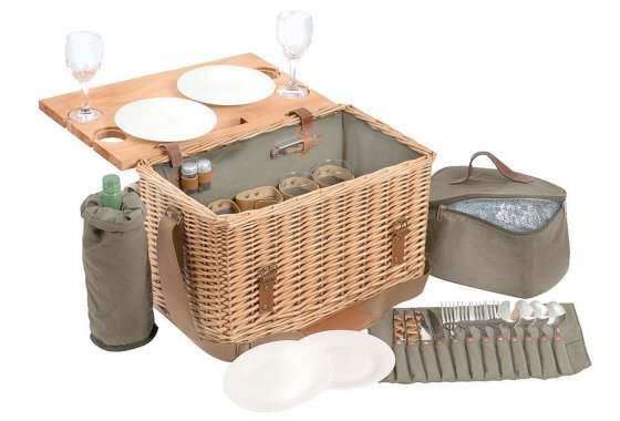 Traditional style picnic hamper for 4